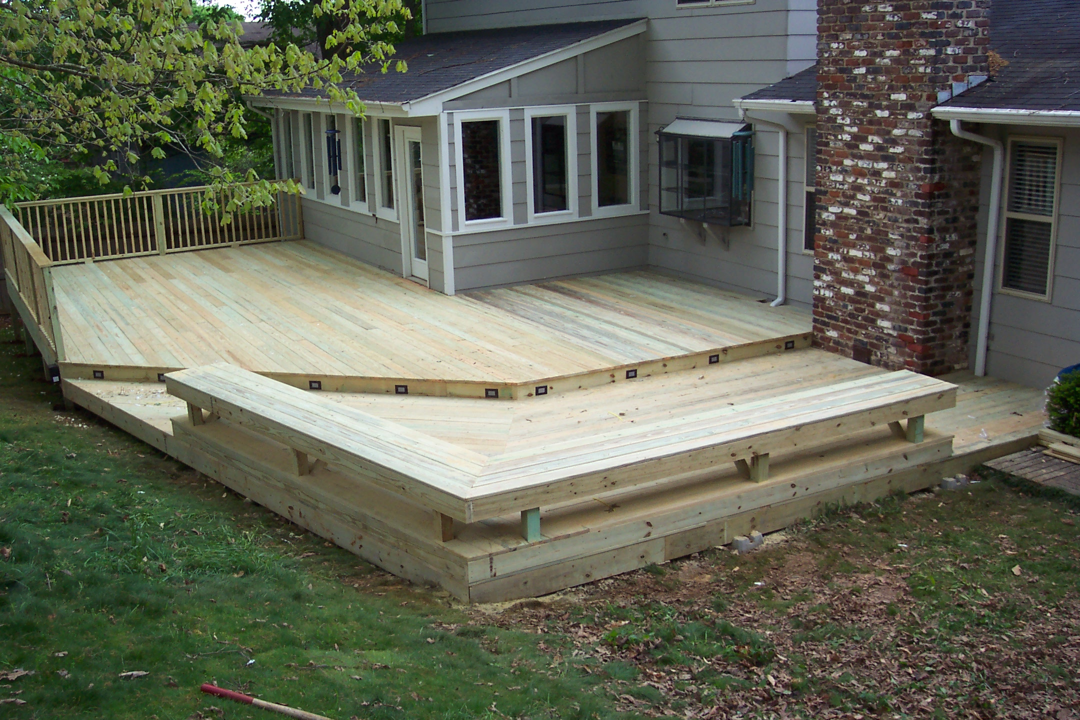 Deck with built in seating tennessee deck builders for Balcony decking